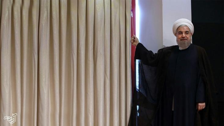 تأسف بزرگتر این ماجرا و این مقصّرتراشی ناشیانه نیز این است که آقای روحانی چرا در ایام دو انتخابات ۹۲ و ۹۶ از چیزی به نام اختیاردار اعظم، دولت پنهان، بیاختیاری و یا حاکمیت یگانه! با مردم سخن نگفت؟