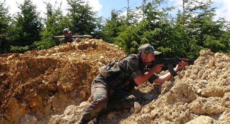 یک منبع میدانی در گفت وگو با رجانیوز به چرایی عملیات نیروهای سوری در محور غربی شهرک « کفرنبوده» اشاره کرد و افزود: این احتمال وجود داشت که نیروهای ارتش سوریه از سمت شهر « قلعه مضیق» قیچی شوند و مورد هجوم بگیرند.