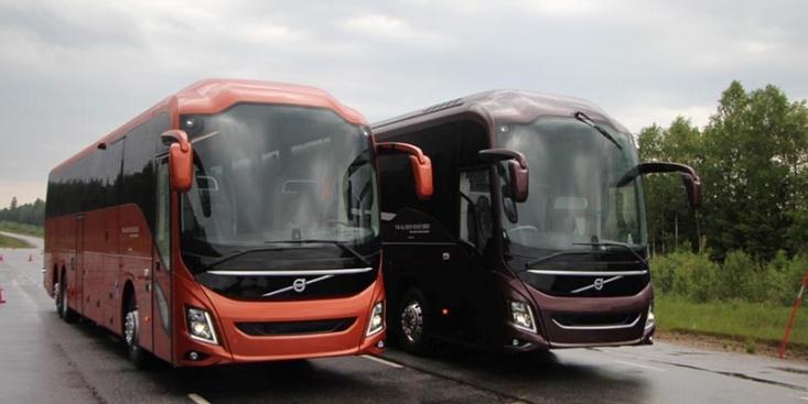 اتوبوس در گروه وسایل نقلیهی عمومی قرار دارد و بر اساس کاربری اش، به دو نوع اتوبوسهای درون شهری و برون شهری تقسیم میشود. بسیاری از افراد علی الخصوص دانشجویان و کسانی که زیاد سفر میکنند، اتوبوس را به عنوان وسیلهی نقلیه برای سفر و مخصوصاً سفرهای نسبتاً کوتاه انتخاب میکنند. شاید بتوان گفت اولین دلیل برای این انتخاب قیمت بلیط اتوبوس است.