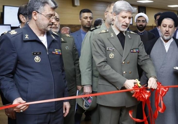 وزیر دفاع با حضور در صاایران اصفهان از ۱۰ سامانه فوق پیشرفته الکترواپتیکی مراقبت، شناسایی و رهگیری هوایی و دریایی رونمایی کرد.