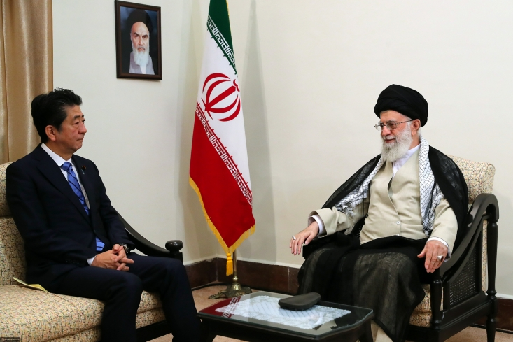 جدیدترین قسمت از برنامه تلویزیونی «360 درجه» به بررسی سفر نخست وزیر ژاپن به ایران و دیدار او با مقام معظم رهبری میپردازد.