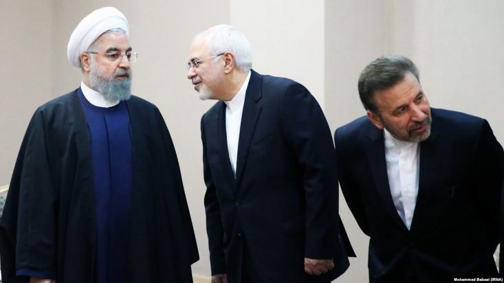 عجیبتر مساله سکوت چهرههای اصلی دولت است. حسن روحانی که گمان میرفت وارد میدان شود سکوت کرده و با وجود اینکه مجالی برای سخن یافته، اما ترجیح داد در مورد اتفاقی که رئیسجمهور آمریکا تاکنون چندین بار درباره آن اظهارنظر کرده، سکوت کند.