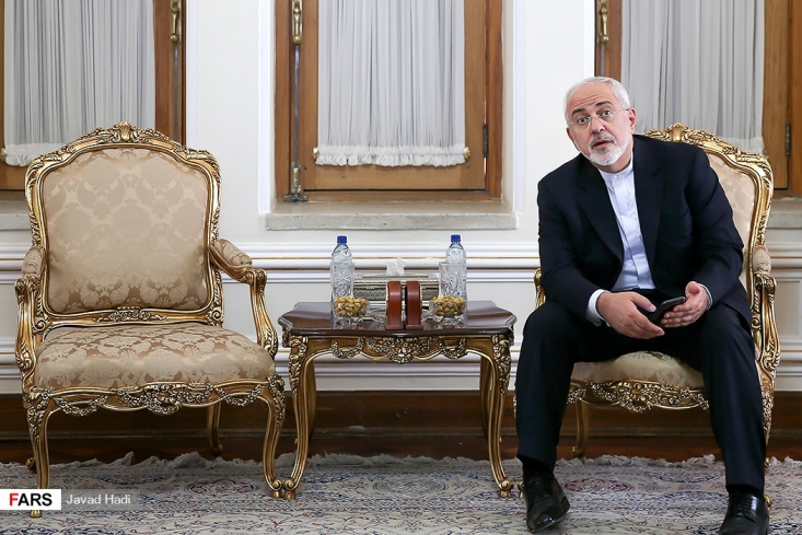 وزیر خزانه داری آمریکا که ریاست اتاق جنگ اقتصادی آمریکا علیه ایران را برعهده دارد اعلام کرد که تا آخر هفته ظریف را در لیست تحریم ها قرار می دهد.