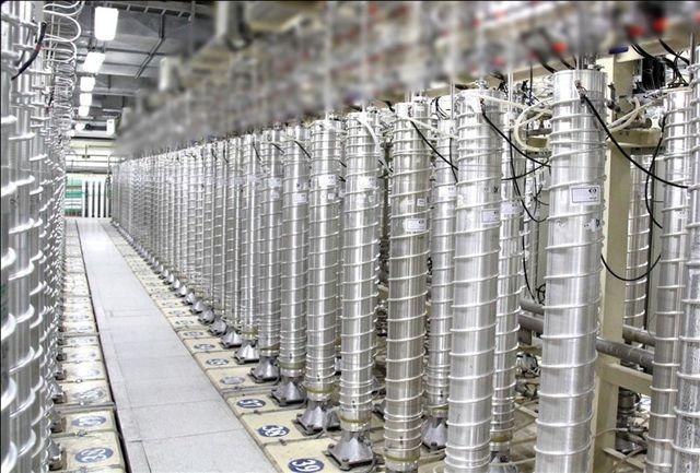 در فاصله پنج روز تا موعد اجرای گام دوم کاهش تعهدات هستهای ایران، سخنگوی سازمان انرژی اتمی عبور ایران از مرز ۳۰۰ کیلوگرم اورانیوم غنی شده سه درصد را تایید کرد.