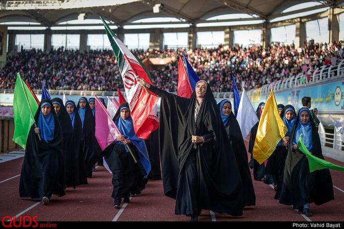 جشن بزرگ دختران مشهدی همزمان با روز ولادت حضرت معصومه (س) در ورزشگاه امام رضا(ع) برگزار شد.