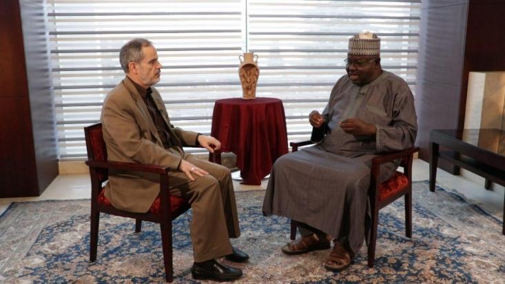 یحیی ناهیروها استاد تاریخ دانشگاه بایرو نیجریه تاکید کرد که تمام اقوام و مذاهب نیجریه پشتیبان شیعیان و حامی شیخ زکزاکی هستند اما تنها گروه مخالف، وهابیها هستند که از پول و قدرت عربستان سعودی استفاده میکنند. او معتقد است دست رژیم صهیونیستی نیز آلوده به خون شیعیان نیجریه است.