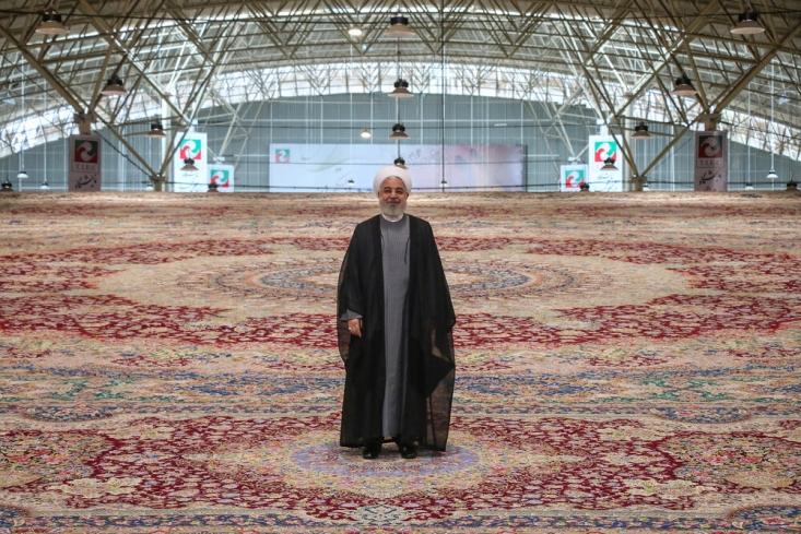 روحانی در حالی هدف از مذاکره را اثبات دروغ گویی غرب و در راس آن آمریکا عنوان کرده است که برای رای آوری انتخاباتی و حتی پس از امضای برجام هدف مذاکرات را اقتصادی و بهبود معیشت مردم معرفی کرده بود.