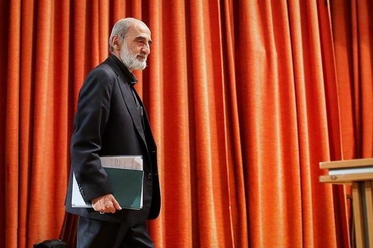 وعده داده بودید که احترام پاسپورت ایرانی را حفظ میکنید اما، امروز وزیر خارجه شما هم در نیویورک که مقر سازمان ملل است بیش از ۸۰۰ متر مربع حق جابجایی ندارد و آمریکا قانون منع سفر به ایران را تصویب کرده است!