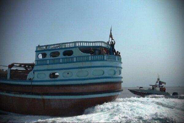 یک فروند شناور با بیش از ۲۵۰ هزار لیتر سوخت قاچاق توسط شناورهای منطقه پنجم نیروی دریایی سپاه شناسایی و توقیف شد.