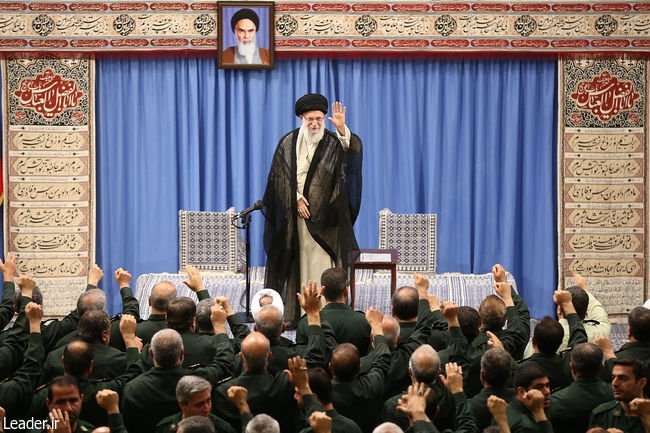 در مسئلهی هستهای، ما کاهش تعهدات را ادامه خواهیم داد و باید با جدیت کامل ادامه دهیم؛ مسئولیت هم بر عهدهی سازمان انرژی هستهای است و باید این کاهش تعهداتی را که دولت جمهوری اسلامی بیان کرده، بهطور دقیق و بهطور کامل و جامع انجام بدهند.