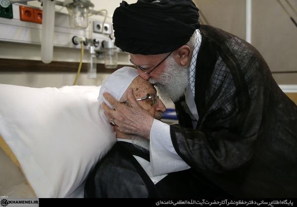 رهبر معظم انقلاب اسلامی صبح امروز (دوشنبه) از حضرت آیتالله مکارم شیرازی در یکی از بیمارستانهای تهران عیادت کردند.