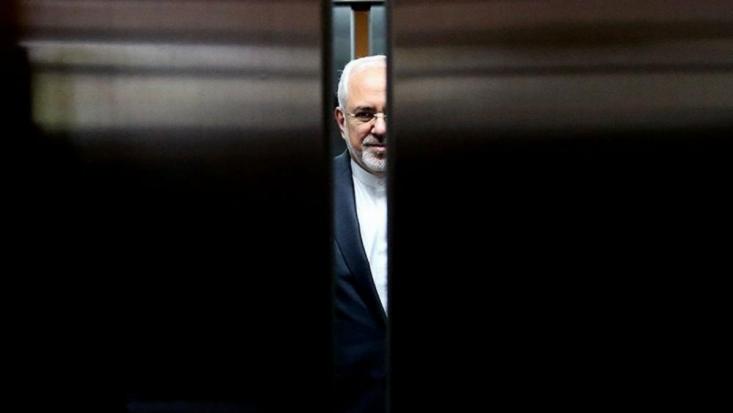 روز گذشته محمدجواد ظریف وزیر امور خارجه کشورمان با تعدادی از فعالان فضای مجازی دیدار و گفتوگو کرد و درباره مسائل مختلف سخن گفت. ظریف با دفاع مجدد از توافق هستهای، مدعی شد 10 سال دیگر مشخص خواهد شد برجام یکی از موفقترین دستاوردهای جمهوری اسلامی بوده است!