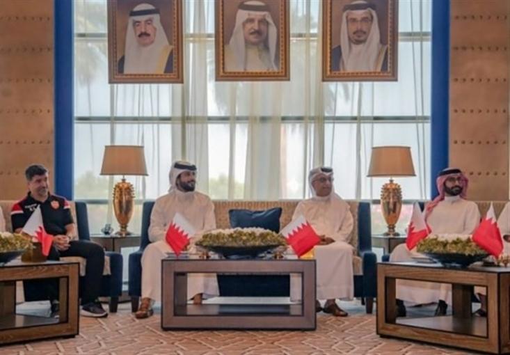 رئیس کنفدراسیون فوتبال آسیا در ضیافت مسئولان بحرینی پس از پیروزی برابر ایران شرکت و برای تیم ملی این کشور آرزوی موفقیت کرد.