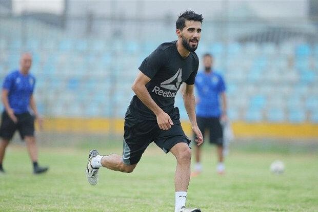 بشار رسن هافبک تیم فوتبال پرسپولیس در تمرین تیم نیروی هوایی عراق حاضر شد.