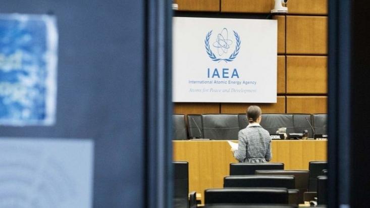 ایران میگوید هشدار دستگاههای هشداردهنده روی این زن بازرس، چند بار تکرار شده و ضمن درخواست از آژانس برای همکاری «ضروری و مناسب» جهت روشن شدن ابعاد ماجرا، درخواست کرده که یک بازرس جایگزین برای ادامه بازرسیها از ایران معرفی کند.
