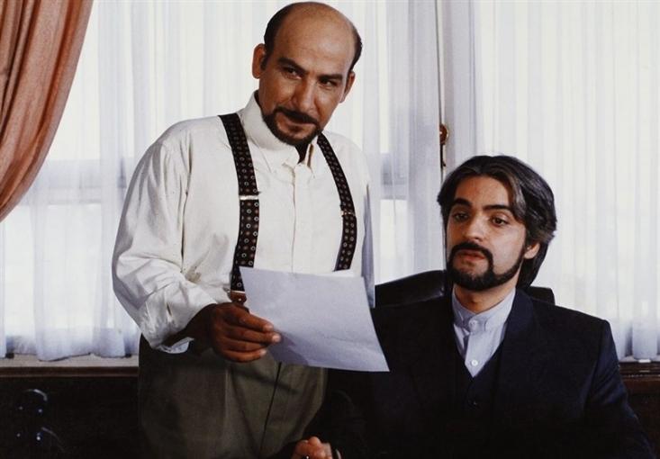 ابوالقاسم طالبی بارها با ساخت فیلمهای سیاسی توانسته فریاد منادیان آزادی بیان را درآورد، فریادی که یک روز بازیگران قلادههای طلا را تحریم میکند، یک روز هم آقای رییس جمهور را 20 سال توقیف می کند!