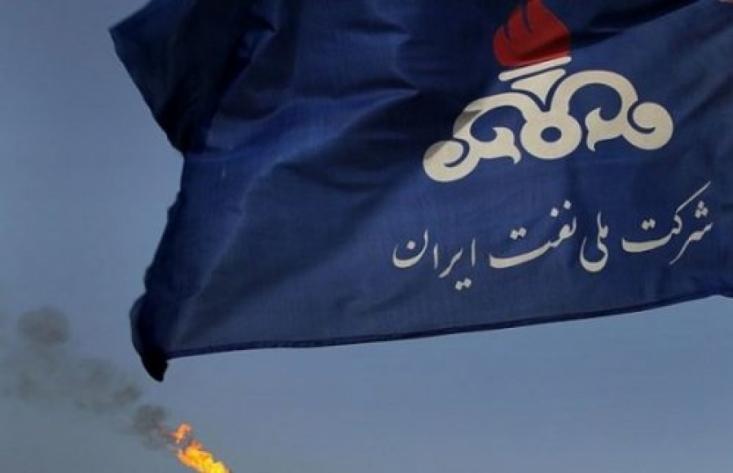 شرکت ملی نفت در عرضه نفت، قیمت پایه را بالاترین قیمت ممکن تعیین میکند و اگر مشتریان از نفت عرضه شده استقبال کردند؛ قیمت آن را در حد نسبتاً کمی کاهش میدهد. همین رویکرد باعث شده در طول 6 ماه گذشته هیچ خریداری رغبتی برای خرید نفت ایران در بورس را نداشته باشد.