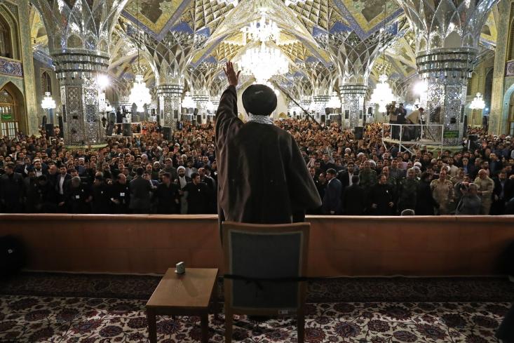 مروری بر روند توطئهای که میرفت تا ایران را برای سالها به جنگ خیابانی و صحنه برادرکشی تبدیل کند میتواند صحنه را کمی واضحتر کند. یازده سکانس زیر همین هدف را دنبال میکند.