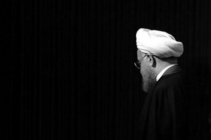 معاون سیاسی امنیتی وزارت کشور خبر داده که «زمان بندی طرح افزایش قیمت بنزین هم روز سه شنبه و هم روز چهارشنبه به رییس جمهور داده شده است.» این در حالی است که روحانی گفته تا صبح جمعه از زمان اجرای طرح خبر نداشته است.