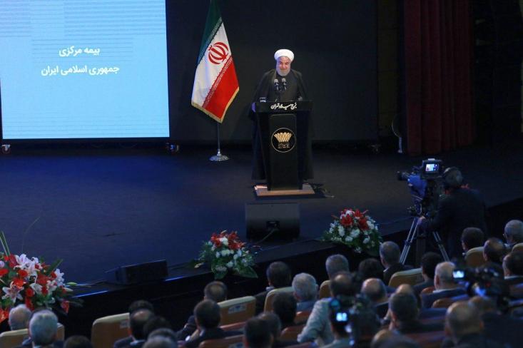 روحانی سه ماه قبل در مجلس درباره توافق با آمریکا بیان کرده بود: آمریکاییها به بعضی از کشورهای شرق آسیا پیغام میدهند که با ما مذاکره کن؛ این کشورها مگر دیوانه شدهاند که با شما مذاکره کنند؟ شما آمریکاییها علناً مذاکره دیروز را زیرپا میگذارید.