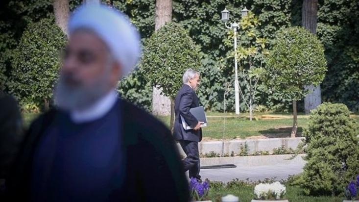 نوبخت به نمایندگان گفت اگر آقای روحانی در نماز جمعه و خانه این حرف را نزند و در خانه بنشیند و یک کلیپ درست کند و بگوید: مردم! یک راه دیگری وجود داشت که نگذاشتند من این راه را بروم! آن موقع ببینید چه مشکلاتی پیش میآید!