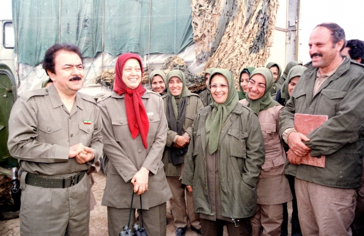 درباره اعدامهای سال ۱۳۶۷، مسعود رجوی در آغاز مدعی شد که تعداد آن، ۶۴۰۰ نفر است اما کم کم این آمار را تغییر داد. در مرحله بعد ادعا کرد این تعداد دوازده هزار نفر بوده و بعد مدعی شد که ۲۰ الی ۳۰ هزار نفر از اعضای سازمان اعدام شدهاند.
