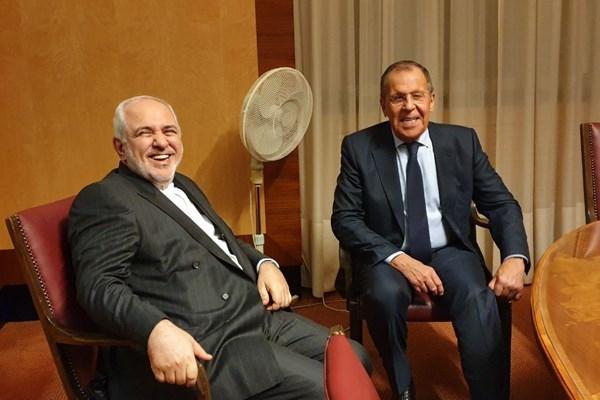 وزرای خارجه ایران و روسیه ظهر امروز (دوشنبه) در مسکو درباره ابعاد مختلف مناسبات دوجانبه و تحولات منطقهای و بینالمللی به گفتگو مینشینند.