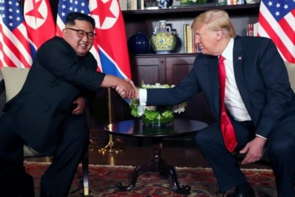 رئیسجمهوری آمریکا بیتوجه به هشدارها و در اظهاراتی که حاکی از امیدواری وی به تداوم مذاکره با پیونگ یانگ است، رهبر کره شمالی را مردی متعهد و خوشقول توصیف کرد.