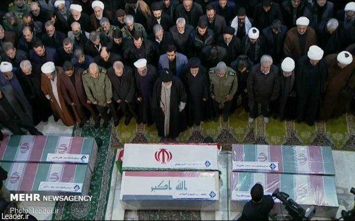 مقام معظم رهبری در نماز برای شهید قاسم سلیمانی عبارات اختصاصی را قرائت کردند.