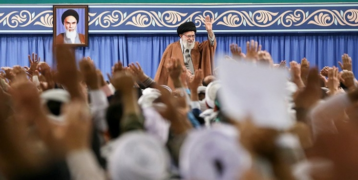 هم اکنون؛ بیانات حضرت آیتالله خامنهای در دیدار مردم قم بهطور زنده از شبکه خبر پخش میشود.