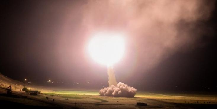در حملات سنگین موشکهای بالستیک نیروی هوافضای سپاه پاسداران انقلاب اسلامی، پایگاه آمریکایی عینالاسد در عراق که محل استقرار نیروهای آمریکایی است مورد اصابت قرار گرفت.
