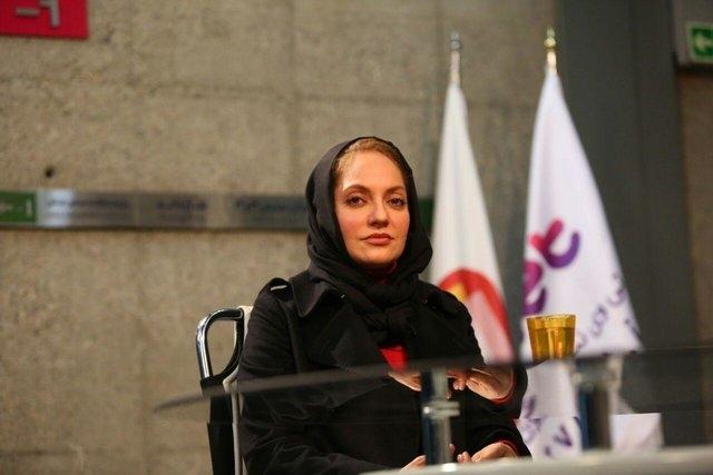 مهناز افشار در توهینی آشکار به مردم ایران، خونخواهان سردار سلیمانی را «تشنه خون» نامید.