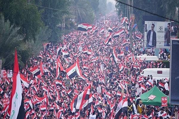 مردم عراق در اعتراض به حضور غیرقانونی آمریکا در کشورشان تظاهرات کردهاند. به همین مناسبت کلیپی با عنوان «آمریکا برو بیرون» را مشاهده میکنید.