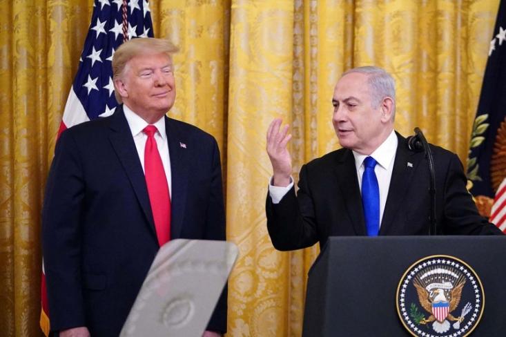 رئیسجمهور آمریکا در یک نشست خبری همراه با نخستوزیر رژیم صهیونیستی، به تشریح جزئیات طرح سازش تحمیلی موسوم به «معامله قرن» پرداخت.