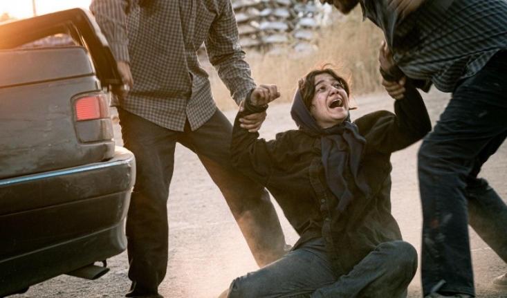 فیلمسازان ژانر نکبت، با چپاندن همهی تلخیها و سیاهیهای ممکن در فیلمهایشان، ایران را کشوری غیر قابل سکونت تصویر میکنند؛ آنها در داخل مروج مهاجرت هستند و در خارج، توجیهکنندهی تحریمهای ظالمانه آمریکا.