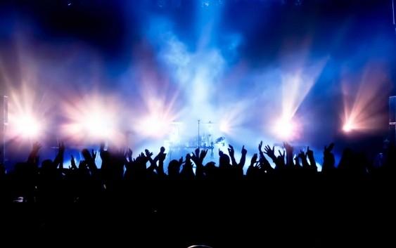 قاتل هزاران انسان بیگناه می خواهد «شب فارسی» برگزار کند، آن هم با حضور خواننده های در ظاهر ایرانی!