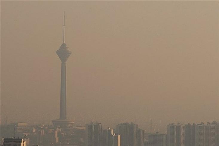 با توجه به شیوع ویروس کرونا در کشور و تعطیلی مدارس و دانشگاه ها و غیرحضوری شدن بسیاری از مشاغل، باز هم آلودگی هوا دست از سر پایتخت برنمیدارد.