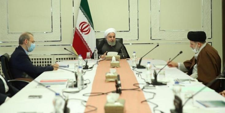 روحانی به وزیر کشور ماموریت داد به جز مراکز ضروری از جمله مراکز توزیع دارو، مواد غذایی و سایر اقلام مورد نیاز و ضروری روزمره مردم، بقیه بازارها، پاساژها و مراکز تجاری که تراکم جمعیت ایجاد می شود را تا ۱۵ فروردین تعطیل کند.