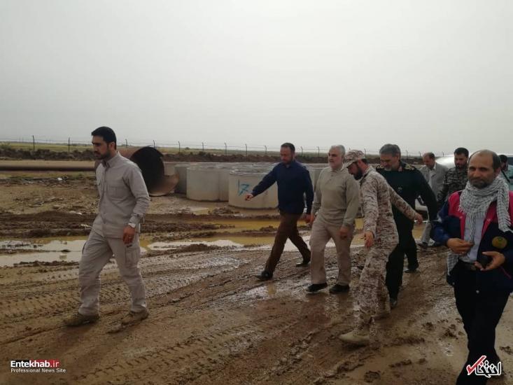 بعدها فهمیدیم حاج قاسم روی زمین خاکی مشغول کشیدن نقشه شکستن محاصرهی شهر را می کشید. وقتی فهمیدیم که او کیست کسی سر از پا نمی شناخت. چند روز بعد داعش طی یک عملیات وسیع شکست سختی خورد.