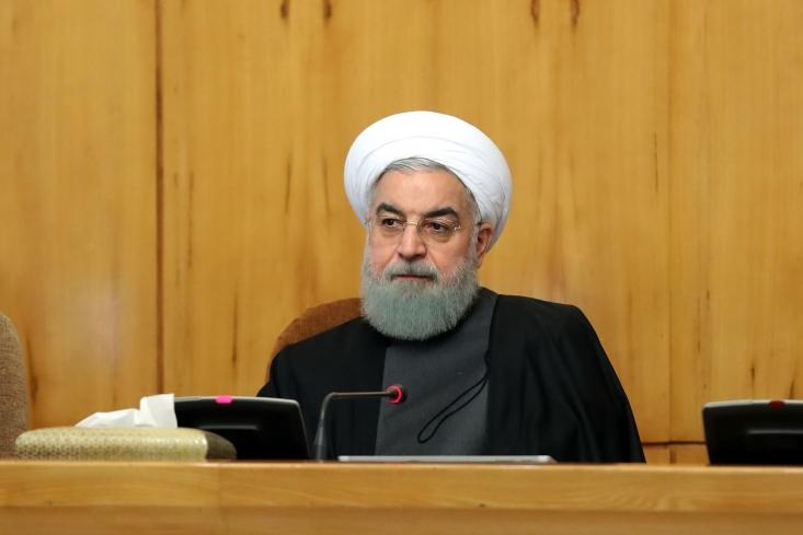 روحانی با اشاره به سخنان سران آمریکا درباره کمک به ایران تصریح کرد: اینکه آمریکاییها در شرایط سخت کرونا می گویند به ایران کمک می کنیم از دروغ های بزرگ تاریخی است.