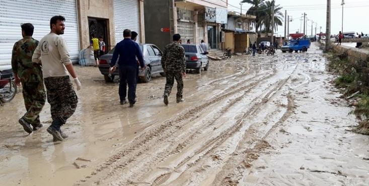 بارندگیهای شدید این روزها در برخی استانهای کشور موجب طغیان رودخانهها و جاری شدن سیلاب در این استانها شده که خسارات و تلفاتی را نیز به همراه داشته است.
