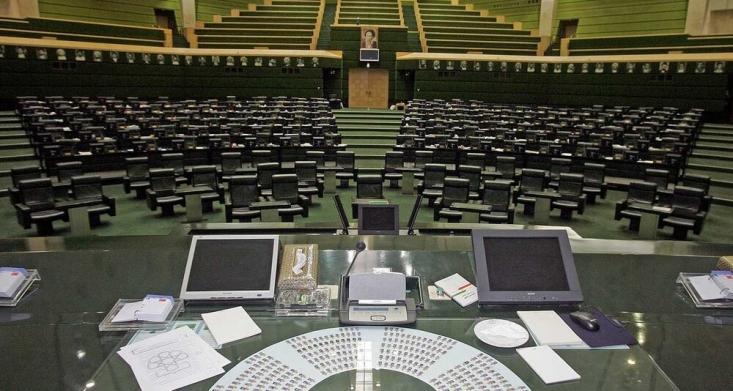 آیا نمایندگان مجلس که حداقل در سی روز اخیر کار خاصی برای کشور انجام ندادهاند، مستحق دریافت حقوق هستند؟