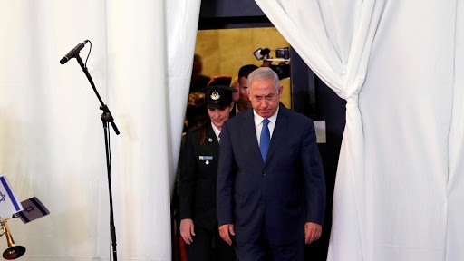 نتانیاهو که هر بار با دروغ و پروژه ای به دنبال ایجاد جنگ روانی علیه ایران است اینبار نیز مورد تمسخر حتی نزدیکان خود واقع شده است چرا که بدون کوچکترین تحقیقی فیلمی که در فضای مجازی دست به دست میشده را به ایران نسبت داده است.