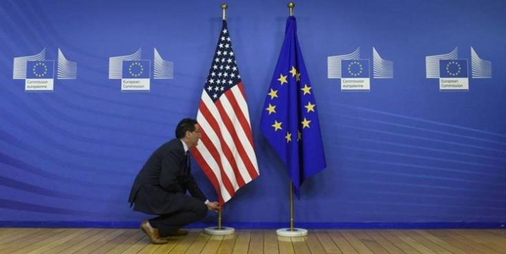 در زمانی که کشورهایی مثل چین و روسیه در حال کمک به دیگران در بحران کرونا هستند، اتحادیه اروپا و آمریکا دچار اختلاف و ناتوانیاند و دیگر نشانی از کشورهای ابرقدرت در آنها دیده نمیشود.