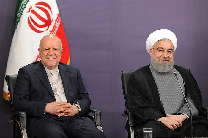 این اظهارات حسن روحانی اما برای بسیاری از کسانی که اخبار حوزه صنعت نفت کشور را رصد میکنند شاید خندهدار باشد. اگر رییس دولت اعتقادی به دوری از خام فروشی داشت اساسا نباید پدر خام فروشی نفت ایران را در این موقعیت حساس منصوب میکرد.