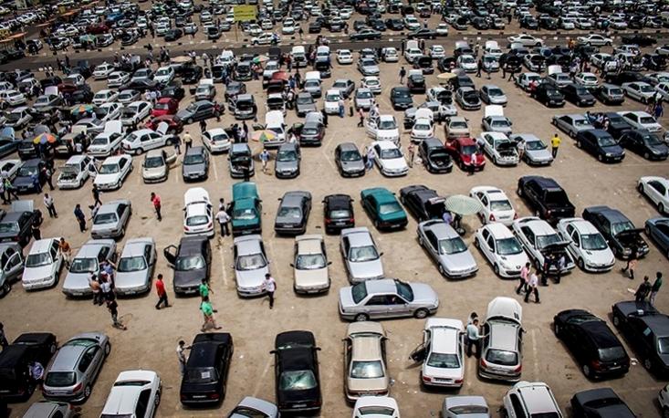 برخی فعالان بازار خودرو معتقدند که در اثر بیتدبیری متولیان تنظیم این بازار، سه هزار میلیارد تومان سود به جیب دلالان سرازیر شده است.