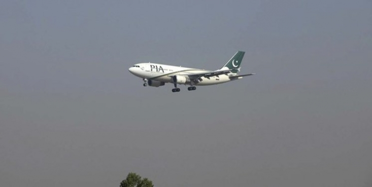 رسانههای پاکستان از سقوط یک هواپیمای مسافربری این کشور با 107 سرنشین در نزدیکی فرودگاه کراچی خبر دادند.