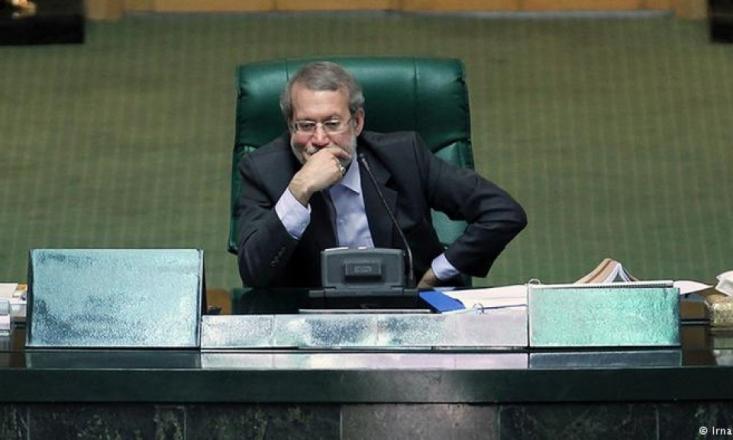 به نظر میرسد علی لاریجانی به عنوان رئیس نهادی که رهبرانقلاب آن را ریلگذار قانونی برای کشور میداند باید یکی از پاسخگویان جدی ناکامی کشور در مساله عدالت در یک دهه اخیر و همچنین ناامیدی مردم و حضور کمتر در انتخابات باشد.