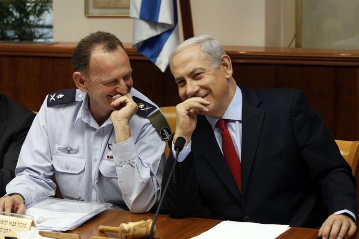 روزنامه هاآرتص بدون اشاره به جزئیات بیشتر این مسأله، نوشت که این فرد در دفتر نتانیاهو مشغول فعالیت بود و از سوی وی برای این پست حساس انتخاب شده بود.