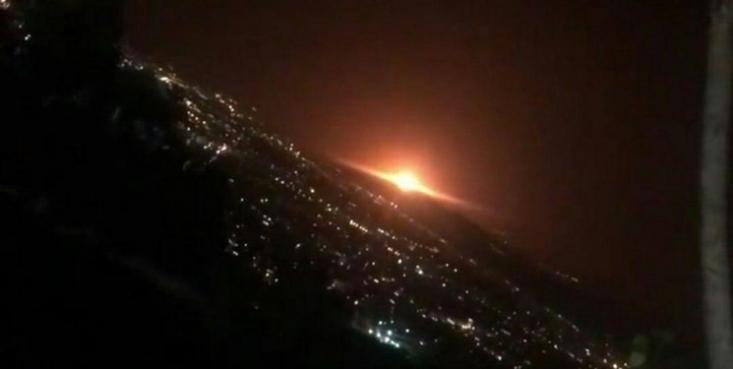 صدای انفجار مهیب در شرق تهران همراه با نور نارنجی در اولین ساعات روز جمعه ششم تیر رخ داد. این نور عجیب و صدای مهیب بازار گمانهزنیها را داغ کرد تا زمانی که علت انفجار اعلام شد.